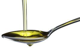 olivový olej na lžičce