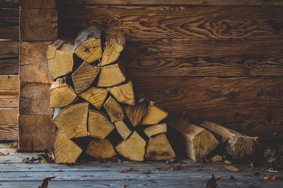 Čím vytápět dům aneb Krb nebo krbová kamna - topné dřevo